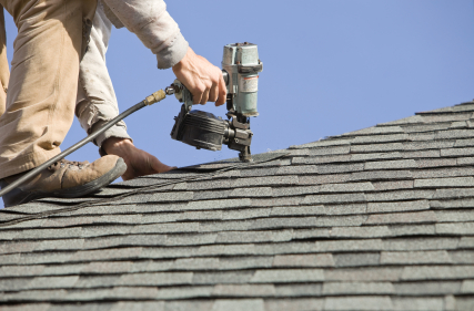 4 Reasons To Consider Hiring a Roofing Contractor